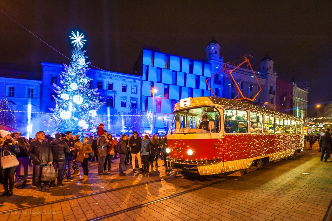 brnenske vanoce foto 3 - svitici tramvaj salina